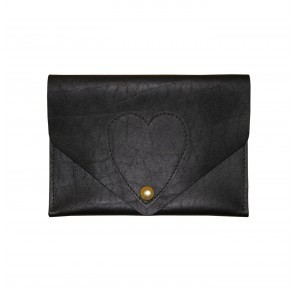 Heart travel purse black